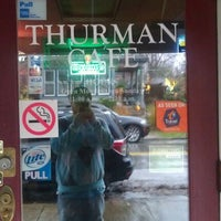 Foto tomada en The Thurman Cafe  por Billy C. el 11/22/2011