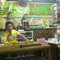 Photo taken at Warung Sego Pecel Asli Madiun BAROKAH by Dwiki S. on 5/13/2012