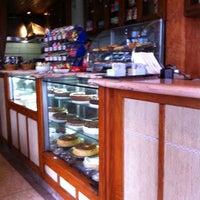 Photo prise au Cafe Bressan par Neemias F. le10/9/2011