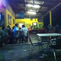 Photo taken at Restoran Tomyam Teluk Ketapang by Akmal W. on 11/19/2011