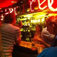 7/28/2012 tarihinde Mirka K.ziyaretçi tarafından Navy Jerry's Rum Bar'de çekilen fotoğraf