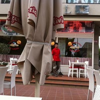 5/11/2012 tarihinde Ebru I.ziyaretçi tarafından Olivia's Pizzeria'de çekilen fotoğraf