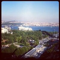 8/6/2012 tarihinde mike c.ziyaretçi tarafından Hilton Istanbul Executive Lounge'de çekilen fotoğraf