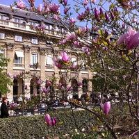 Foto tirada no(a) Jardin du Palais Royal por Sam P. em 3/30/2012