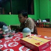 Photo taken at Ayam Bakar Maknyuusss by Ari S. on 5/9/2012