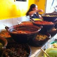 Foto tirada no(a) Tacos Hola! por Carlos V. em 8/24/2012