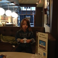 Photo taken at Esquires Coffee House by Diego N. on 4/6/2012