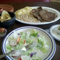 Foto tirada no(a) Mikasa Restaurant por mark g. em 10/20/2011