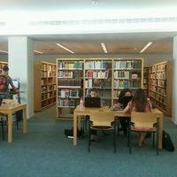 Photo taken at Biblioteca da FEUP by Tiago B. on 9/26/2011