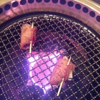 Photo taken at 焼肉くろげ by Mai M. on 9/4/2012
