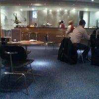 Photo taken at Virgin Atlantic Revivals Lounge by Manco C. on 4/15/2011