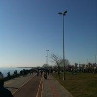 Das Foto wurde bei Erenköy Sahil von Çağlar Ö. am 3/18/2012 aufgenommen