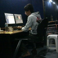 Photo taken at DolphinDAW Studio by Effendy C. on 4/18/2012