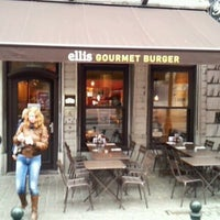 Photo prise au Ellis Gourmet Burger par Nick R. le11/17/2011