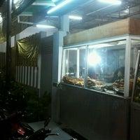 Photo taken at Ayam bakar tiga rasa by haenry waskito j. on 11/6/2011