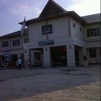 Photo taken at Kantor Imigrasi Kelas II Dumai by Ndo T. on 12/30/2011