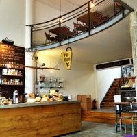 Foto tomada en Hopper Coffee & Bakery por Jaap S. el 2/28/2012