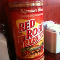 Photo taken at Red Robin Gourmet Burgers by Kristin R. on 8/11/2012