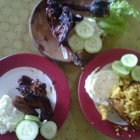 Photo taken at Bebek Perawan Sambal Geledek Lemahabang by Retno Wulan S. on 5/11/2012