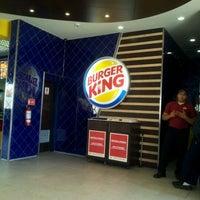 Photo taken at Burger King by Ynilse C. on 7/13/2012