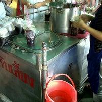 Photo taken at ร้านน้ำจับเลี้ยง@ตลาดบางแค by Inkky N. on 10/10/2011