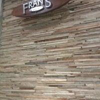 Foto diambil di Fran's Café oleh Luana G. pada 9/9/2011