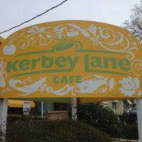 Photo prise au Kerbey Lane Café par Marcus S. le3/12/2012