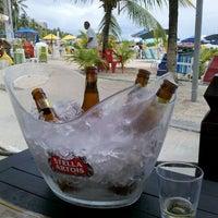 Foto tirada no(a) Kanoa Beach Bar por Flávio S. em 1/15/2012