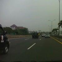 Photo taken at Jalan Tol Lingkar Luar Jakarta Seksi W2 Selatan (JORR W2 S) by Fajar A. on 10/20/2011