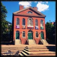 Das Foto wurde bei Old Town Hall in Salem von Joe C. am 7/25/2012 aufgenommen