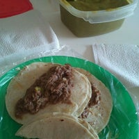Photo taken at Tacos de Barbacoa El Güero by Pryn L. on 4/15/2012