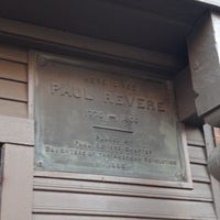 Das Foto wurde bei Paul Revere House von Joycee O. am 7/14/2012 aufgenommen