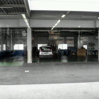 Photo taken at ネッツトヨタ中国 井口店 by ino522 on 6/27/2012