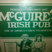 Das Foto wurde bei McGuire's Irish Pub von Chris F. am 8/20/2011 aufgenommen