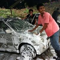 Photo taken at Paya Dalam Snow Wash by Kacap T. on 8/29/2011