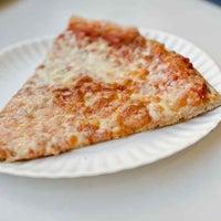 Foto tirada no(a) T. Anthony's Pizzeria por Munch On Me em 11/8/2011