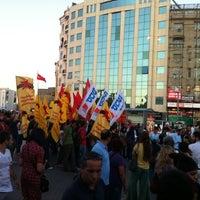 Foto diambil di Taksim Tramvay Durağı oleh Nes Q. pada 9/13/2011