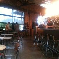 Foto tomada en Octane Coffee por Jay D. el 3/2/2012