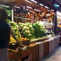 Foto tomada en Frutas Charito por Paco R. el 9/10/2011