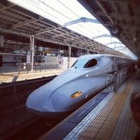 Photo taken at JR新大阪駅 21-22番線ホーム by toshizai on 4/8/2012