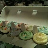 4/21/2011 tarihinde Leandroziyaretçi tarafından Magnolia Bakery'de çekilen fotoğraf