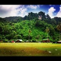 Photo taken at Phi Phi Sand Sea View Resort by Den I. on 7/10/2012