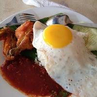Photo taken at Restoran Darussalam by Ary C. on 4/24/2012