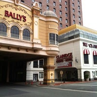 Photo prise au Bally's Casino & Hotel par Anthony M. le8/19/2012