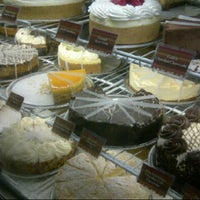 Photo taken at The Cheesecake Factory by Meme on 8/28/2012