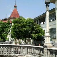 Photo taken at อาคารสงเคราะห์กองทัพบกส่วนกลาง(พญาไท) by varanis a. on 2/24/2012