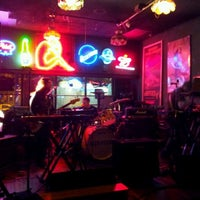 Photo taken at Frazier's on the Avenue by Pete C. on 8/28/2011