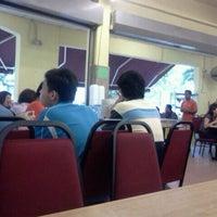 Photo taken at Restoran Seri Teratai by Opie A. on 9/21/2011