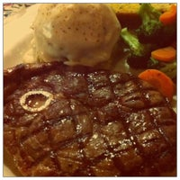 Photo taken at Chili's Grill & Bar Restaurant by Michelle Y. on 9/11/2011