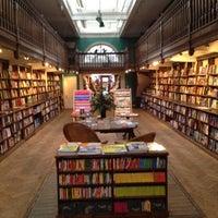 Foto tomada en Daunt Books por Matt el 8/3/2012